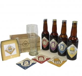 Kistje met 4 bieren, glas en bierkaas